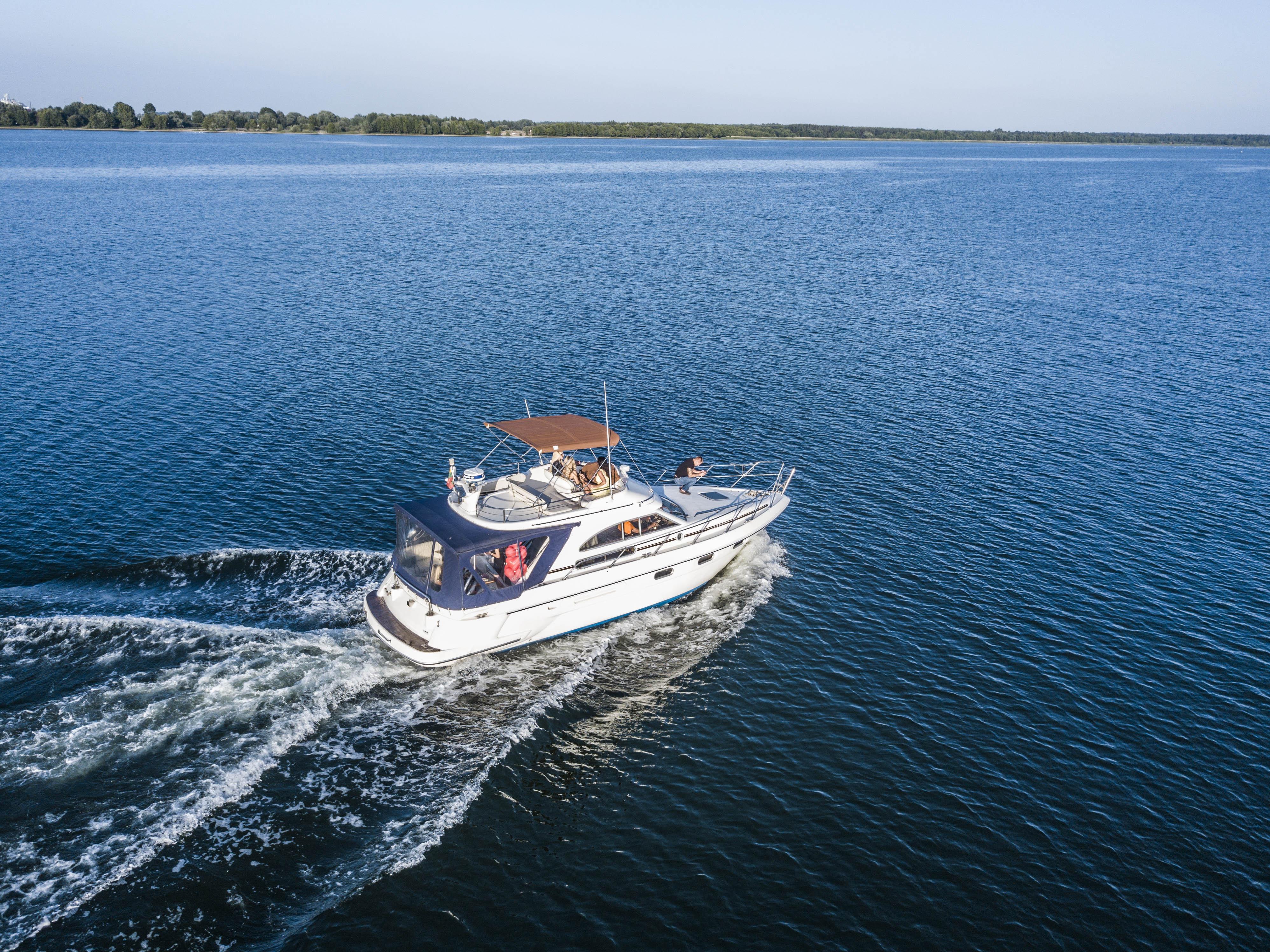 """Kuršių mariose laive """"LT9445"""""""